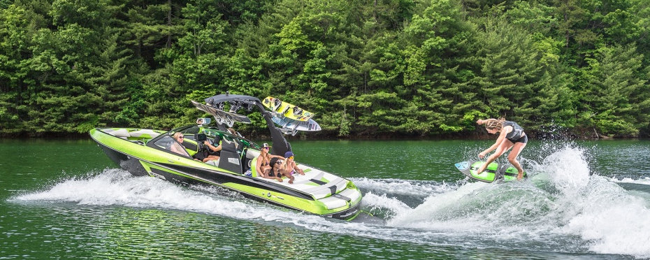 On the Lake Geneva shores : wake surfing, wake boarding, and water skiing boats specialist